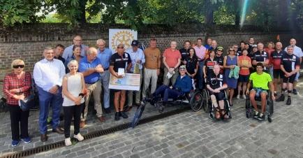 Op zondag 15 augustus geven we de VZW Join2Bike een cheque van 5000,- EURO